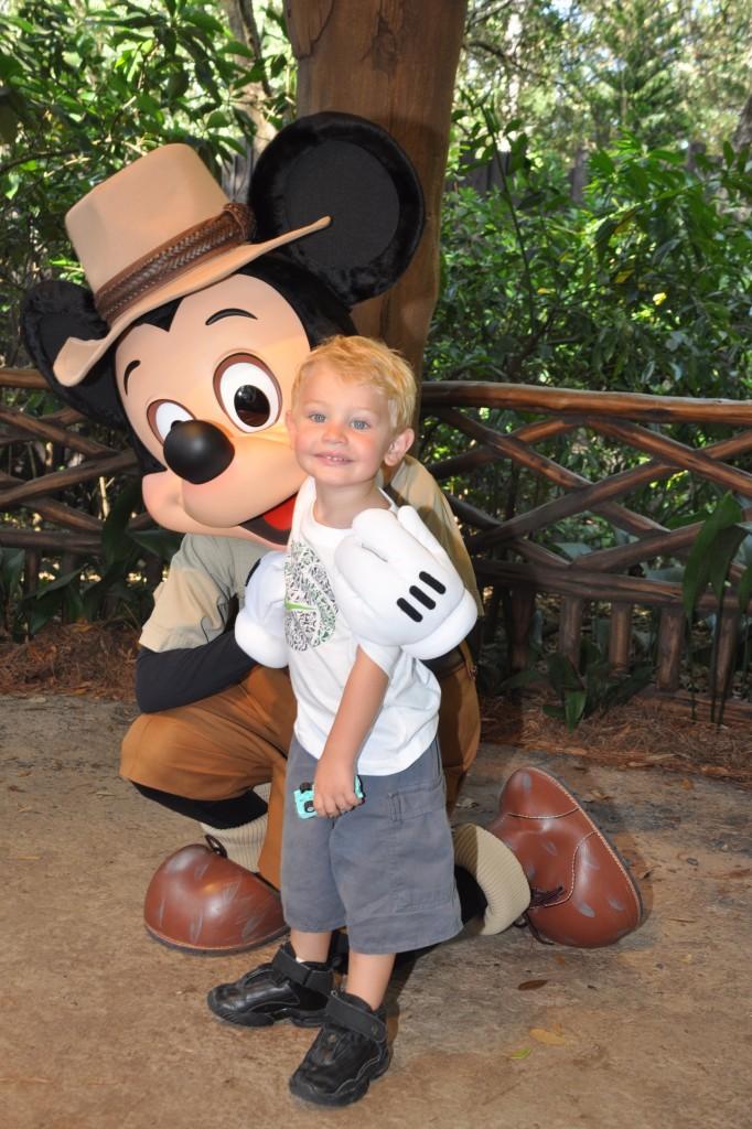 Melhor idade para ir para a Disney: encontro com Mickey