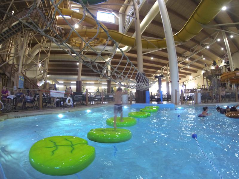 Hotel com Parque Aquatico percurso de folhas