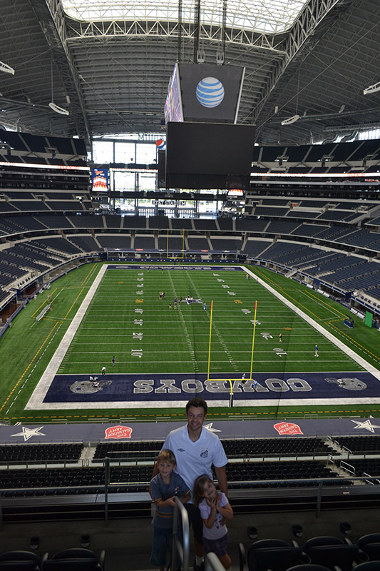 Dallas Cowboys Stadium: Ases a Bordo dentro do estádio