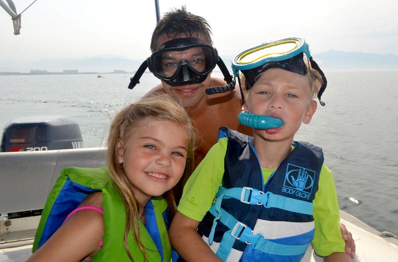 Farmacinha com remédios para viagem: Família no barco