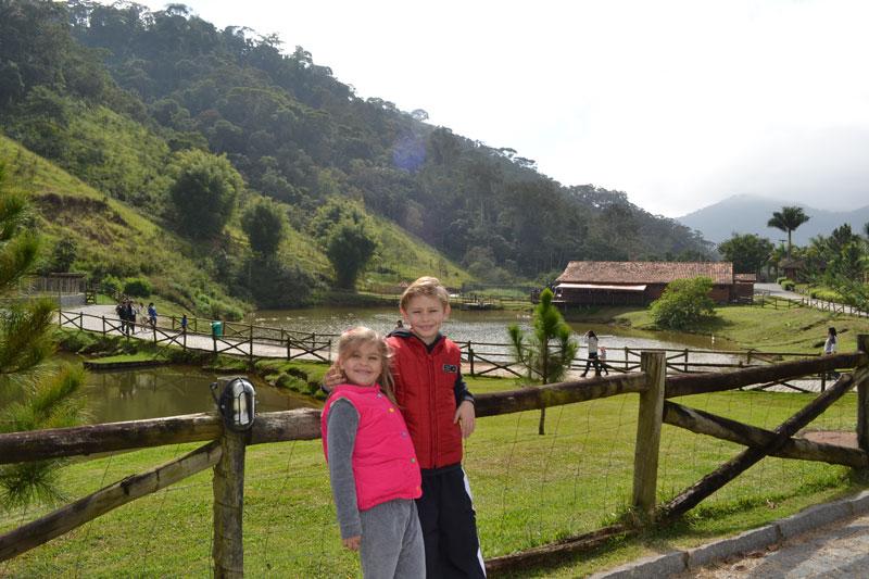 Teresópolis com crianças: Alex e Alice na Fazenda Suiça