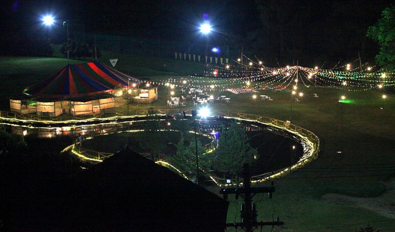 Teresópolis com crianças: Canton ville na Festa Junina a noite