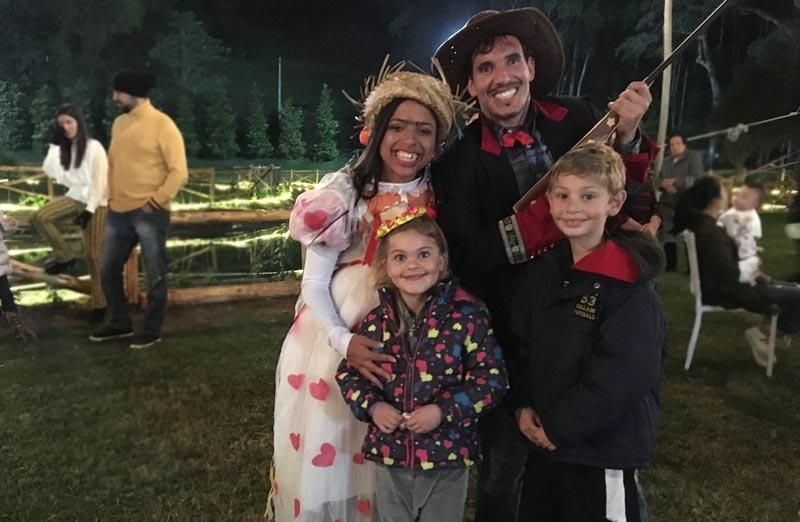 Teresópolis com crianças: Alex e Alice com os noivos