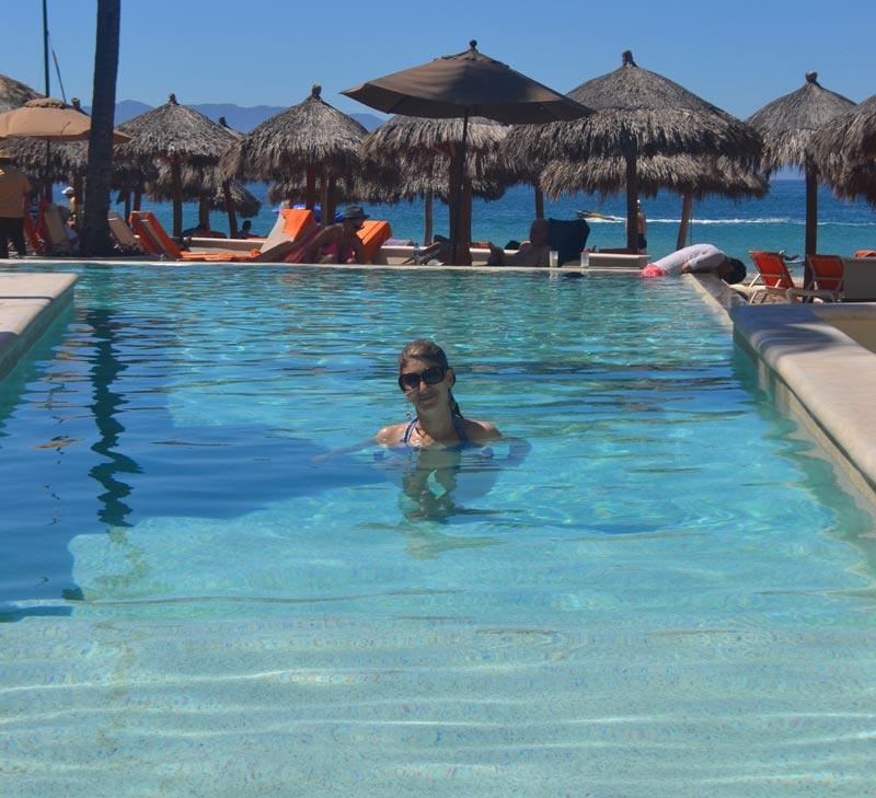Onde ficar em Puerto Vallarta: Mamãe na pisicna no Now Amber